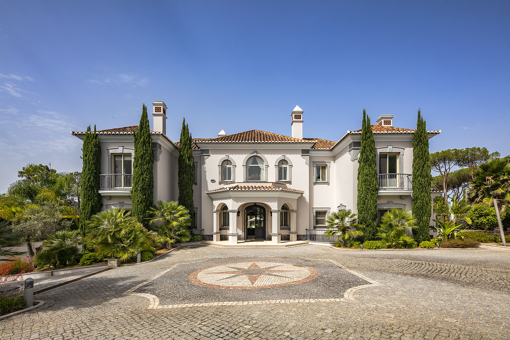 Immaculate south-west facing residence in Quinta do Lago