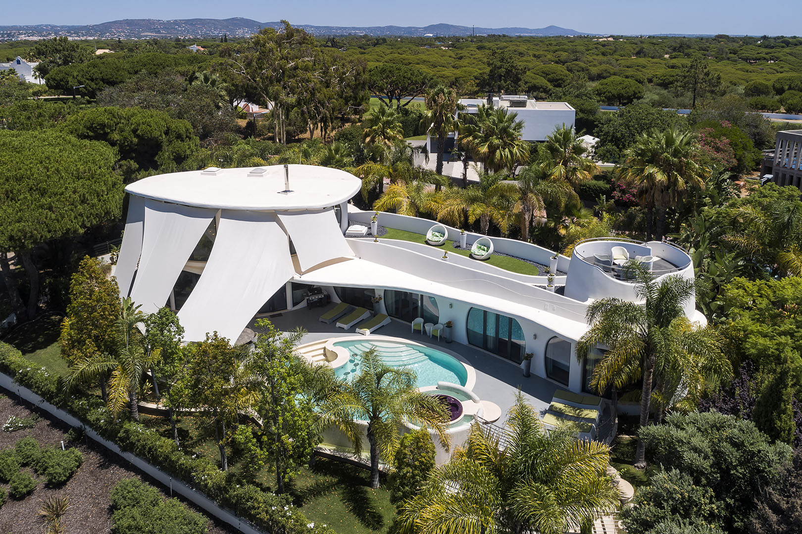 Immaculate south-west facing residence in Vale do Lobo