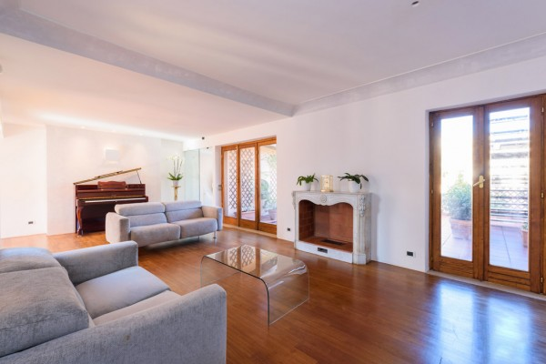 Prestigious penthouse in the heart of the historic centre of Rome, within minutes from the Quirinal Palace.