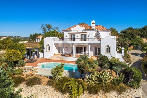 Beautifully situated villa in the Golden Triangle