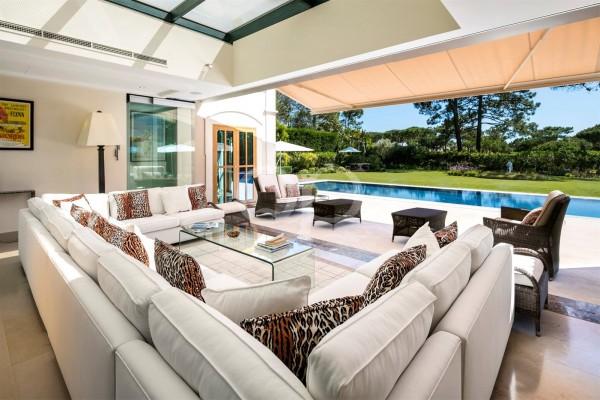 Exquisite 6-bedroom villa in Quinta do Lago