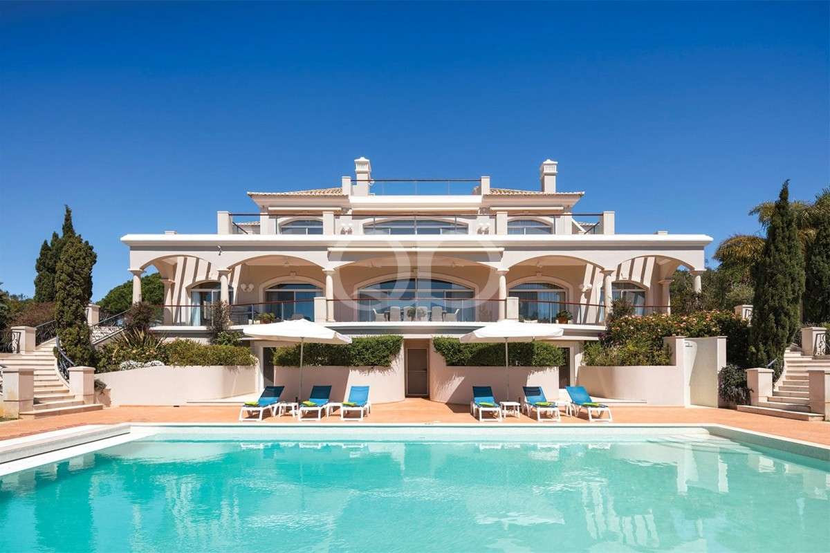 Grand luxury villa with sea views
