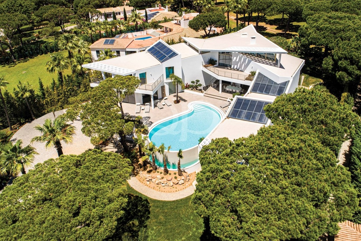 Unique contemporary villa overlooking Quinta do Lago Golf Course