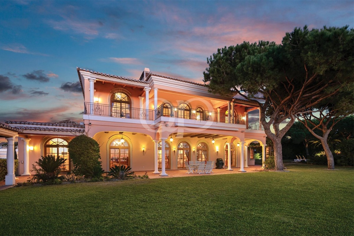 Grand villa with impressive ocean vistas