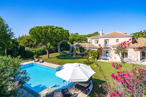 Grand villa on a double plot in the heart of Quinta do Lago