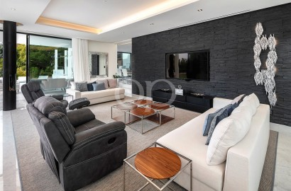 Stunning contemporary villa with sea views