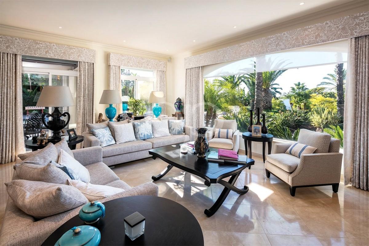 Stylish 5-bedroom villa near Quinta do Lago lake