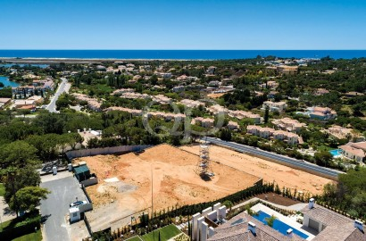 Large elevated plot with Vasco Vieira approved project