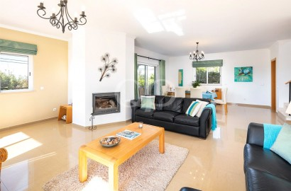 Immaculate lock up and go 3 bedroom villa