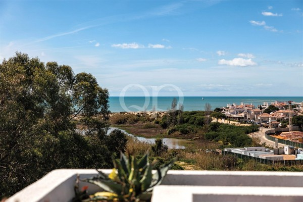 Corner duplex apartment with sea views