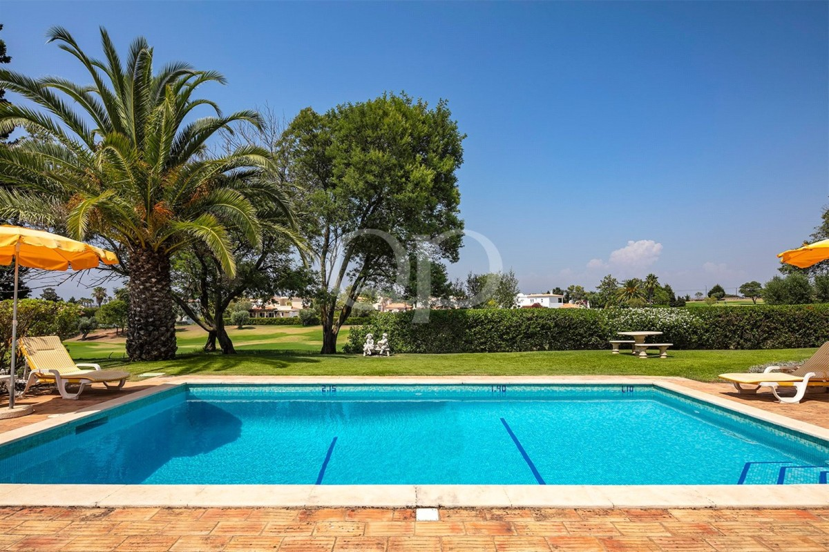 Wonderful family villa on the golf fairway