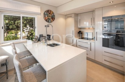 Stylish townhouse with sea views in a quiet residential area