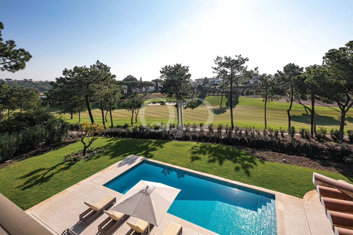New villa with elegant furnishings in Quinta do Lago