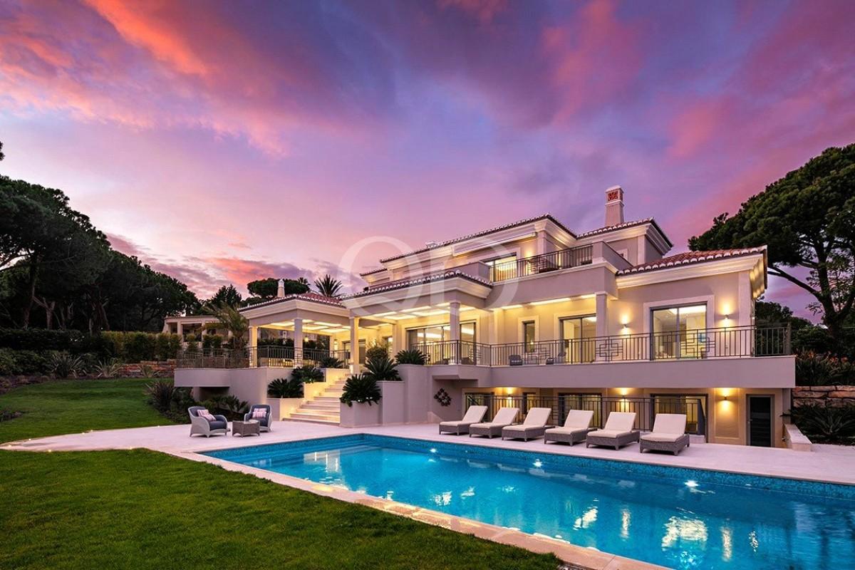 Brand new villa with elegant furnishings in Quinta do Lago