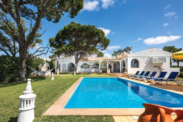 Detached villa close to Almancil and Vale do Lobo
