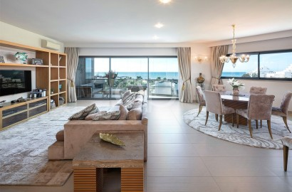 3-bedroom seafront apartment