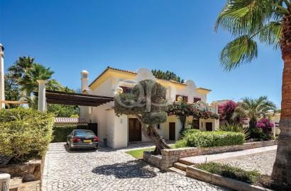 Unique 3-bedroom townhouse in Pinheiros Altos