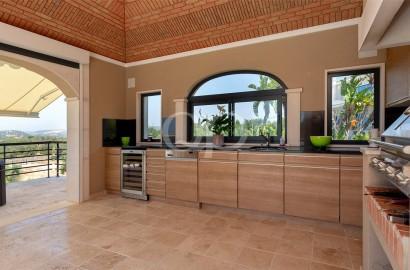Impressive villa with sea views