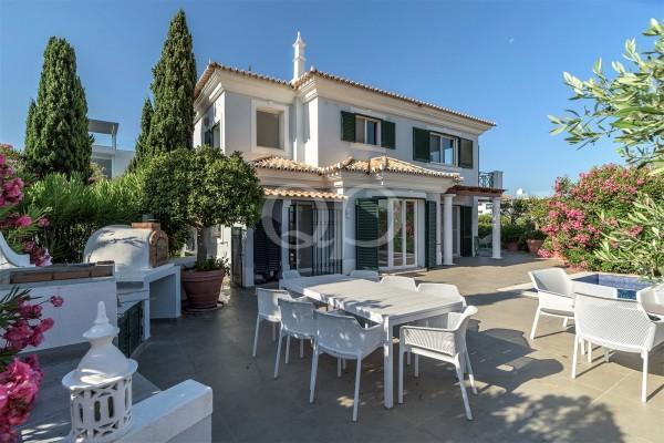 Attractive villa with far-reaching views