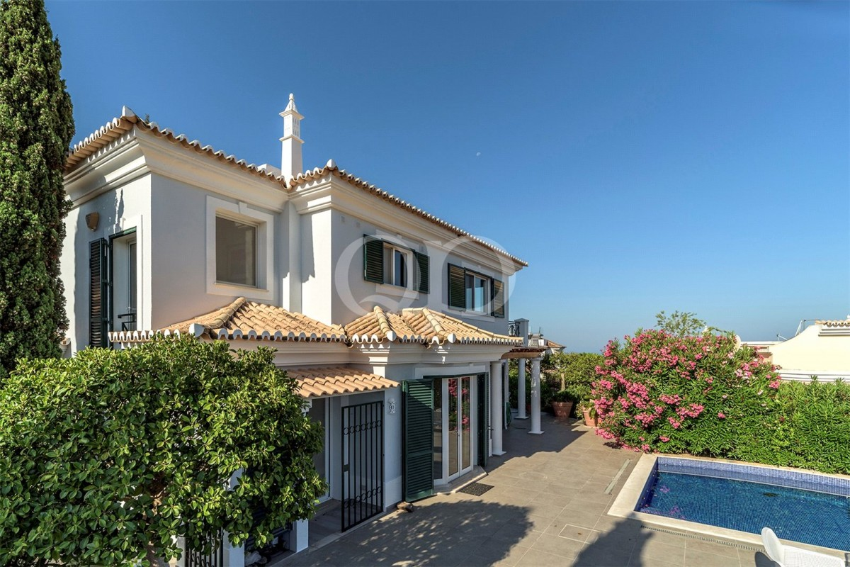 Attractive villa with far-reaching views