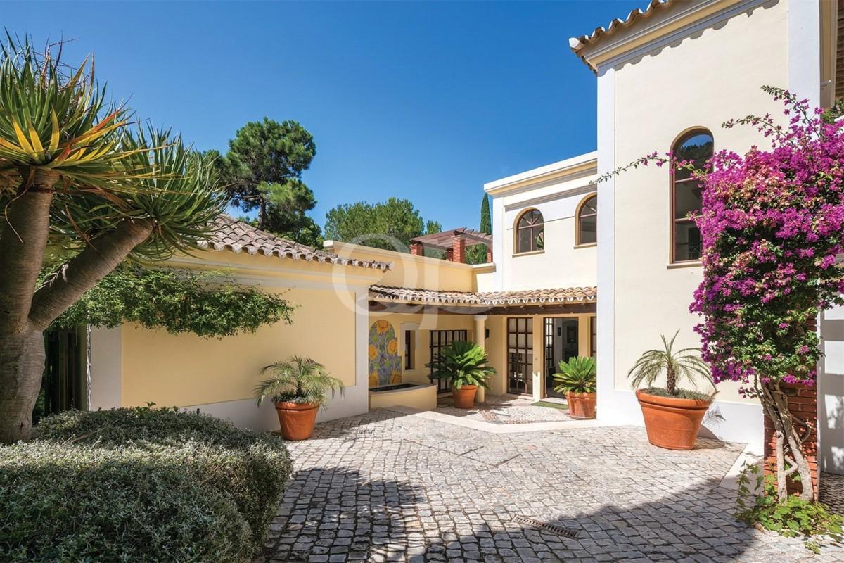 Portuguese style villa in Pinheiros Altos