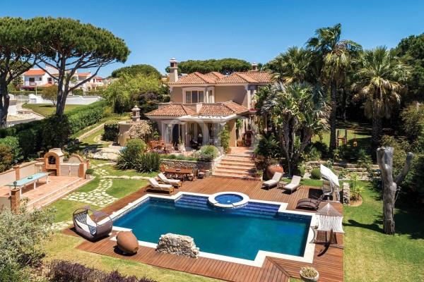 Luxury 4+1 bedroom villa in Vilamoura
