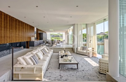 Phenomenal villa on a large south-facing plot