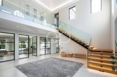 Stylish fully refurbished villa in a prime location