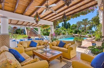 11.7 ha of vineyards & stunning Mediterranean gardens