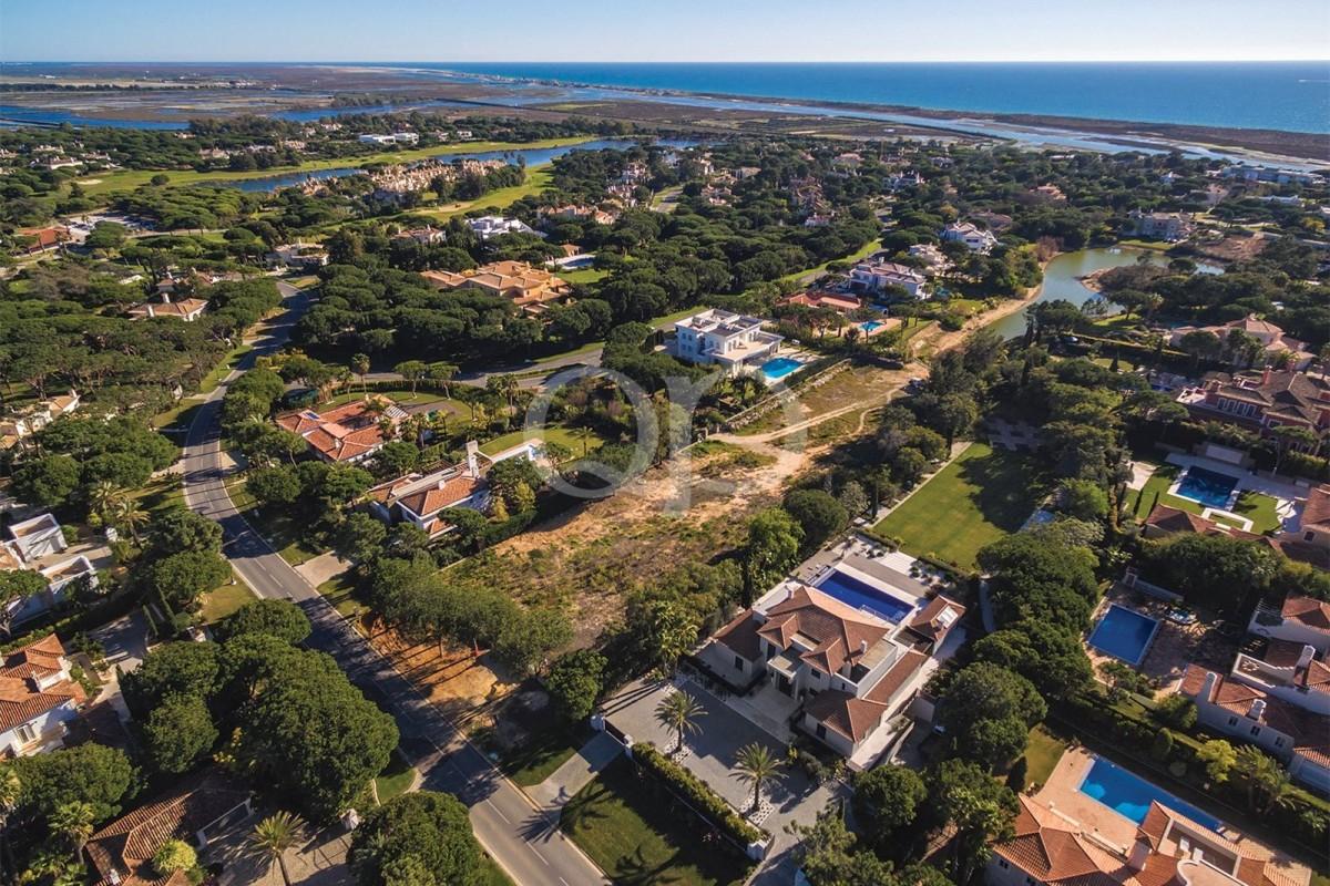 Large plot in the heart of Parque Atlantico