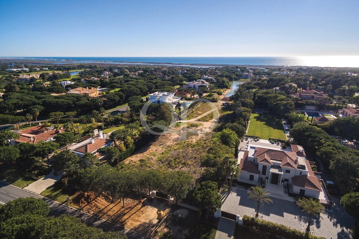 Large plot in the heart of Parque Atlantico