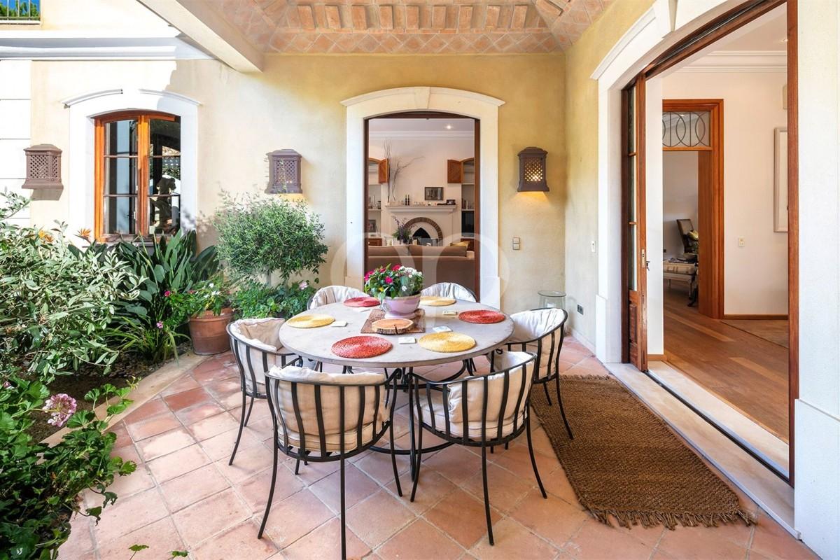 Magnificent 6-bedroom luxury villa