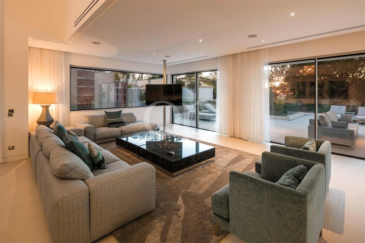 Five-bedroom villa with sea views
