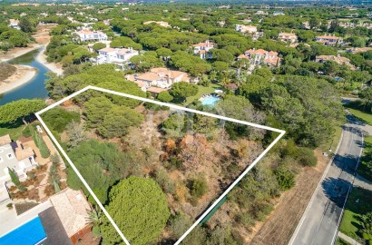 Fabulous Quinta do Lago plot with lake frontage