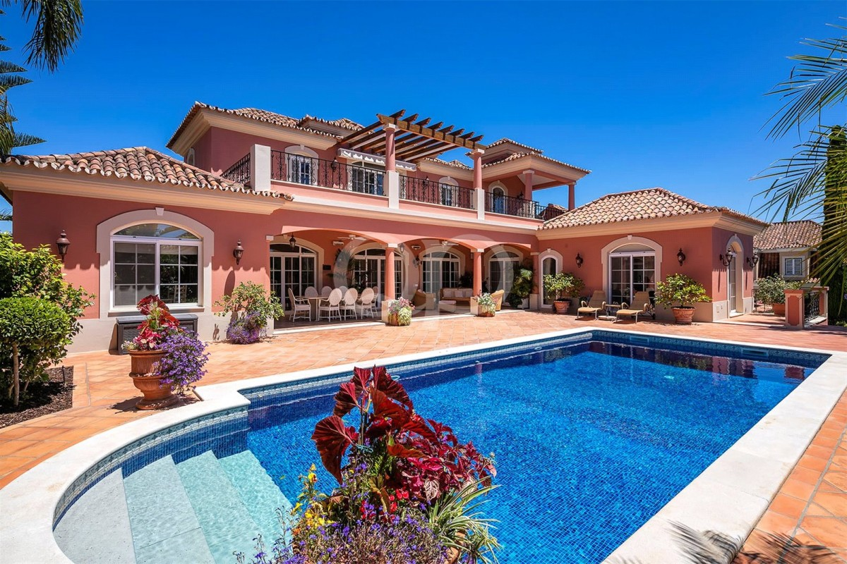 Beautiful family villa on an elevated plot with sea views
