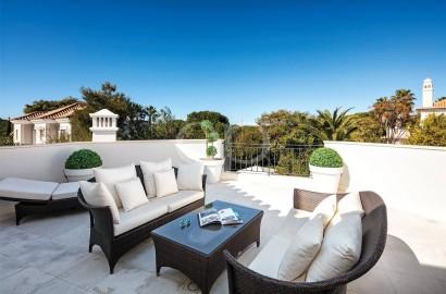 Elegant villa on a corner plot in a quiet location