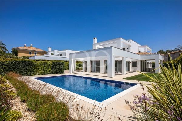 Striking brand new villa
