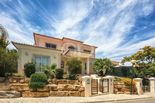 Attractive family villa near the beach
