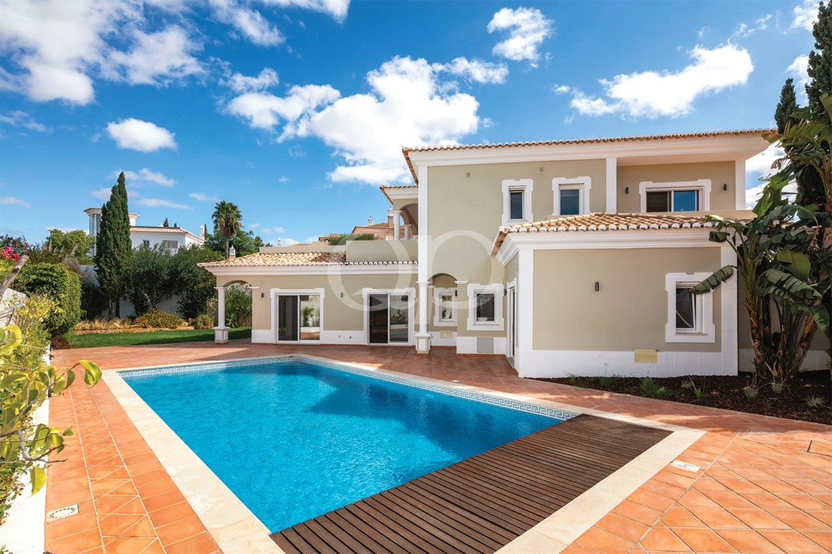 Spacious 4-bedroom villa in a quiet developement
