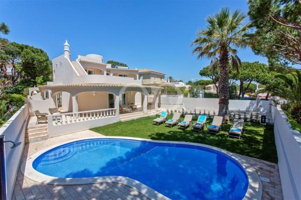 Attractive 4 bedroom villa near the beach