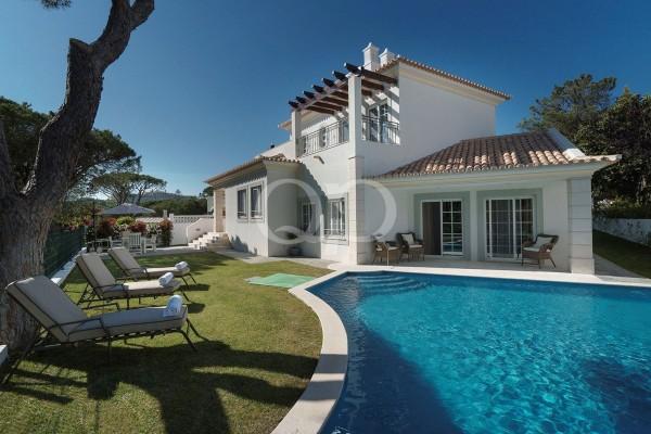 Refurbished 4 bedroom family villa