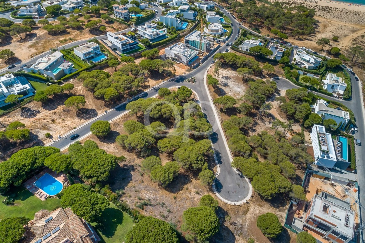 A plot within walking distance to the beach