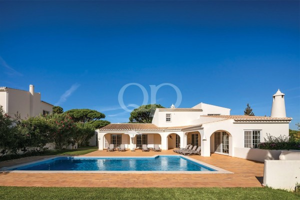 Charming moorish style villa on a large mature plot