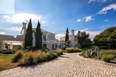 Spacious family villa beautifully located in Vale Telheiro