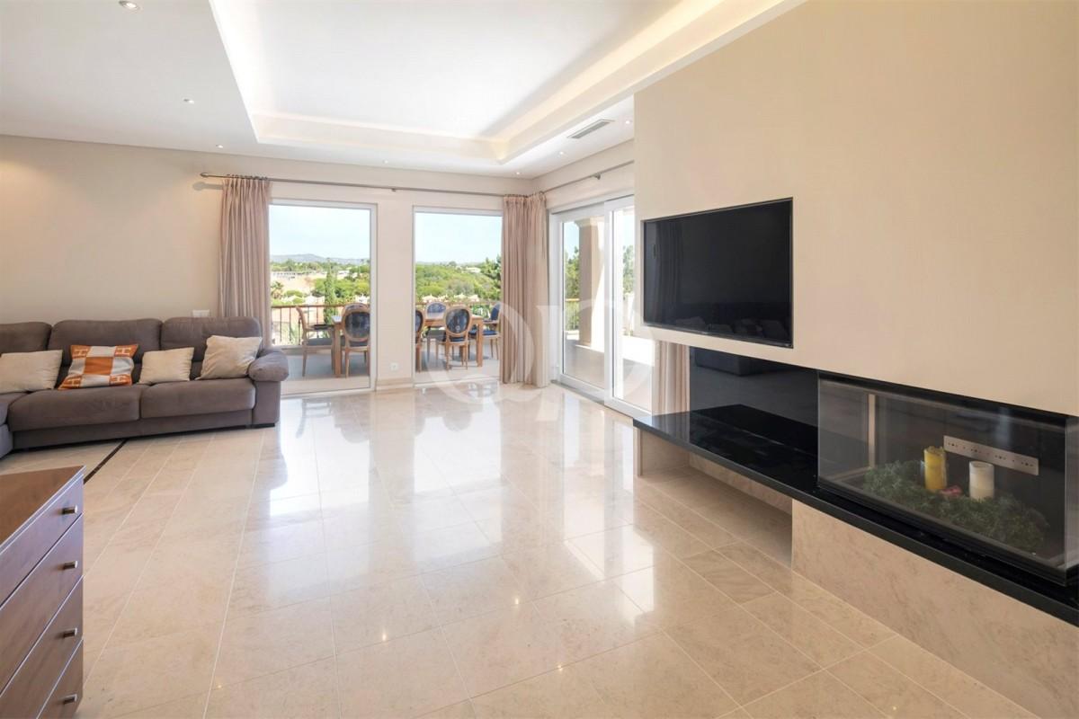 Lovely 4-bedroom villa in Encosta do Lago