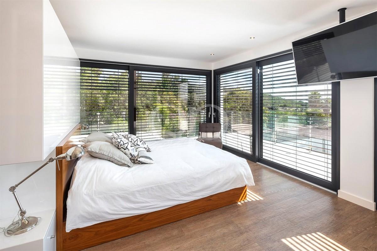 Impressive 5-bedroom villa