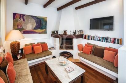 Spacious 6-bedroom villa on a large plot near the lake