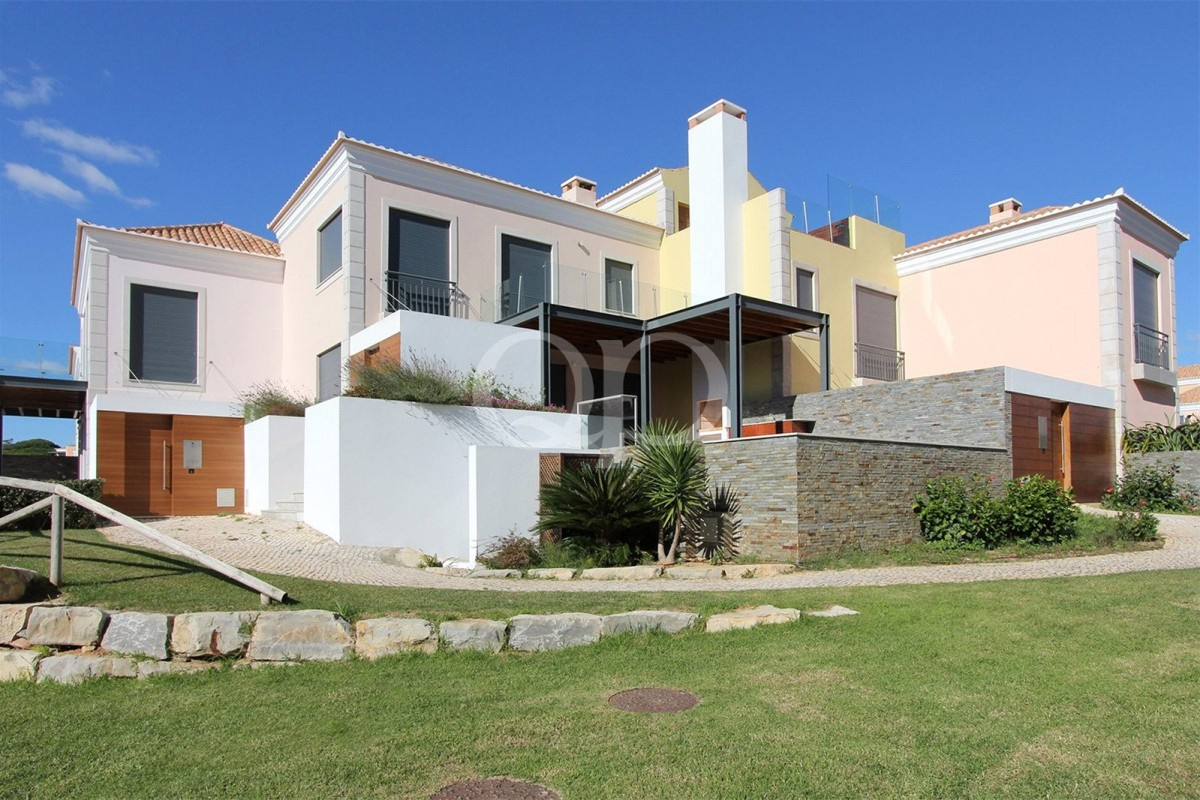 Attractive 2 bedroom townhouse in Vale do Lobo