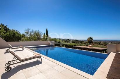 Spectacular country villa located in Poco Geraldo