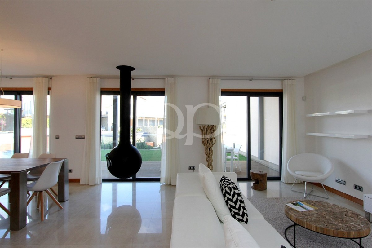 Modern 2 bedroom apartment with private pool